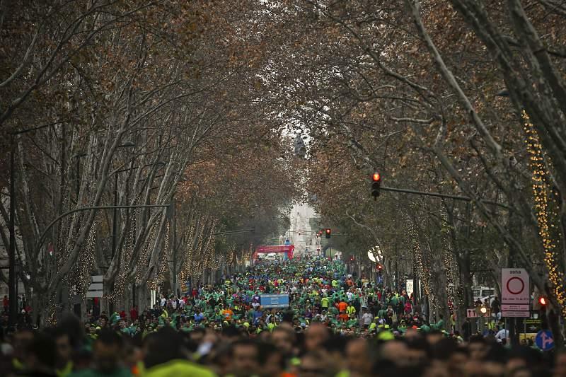 Atletas aguardam pelo ínicio da corrida São Silvestre de Lisboa