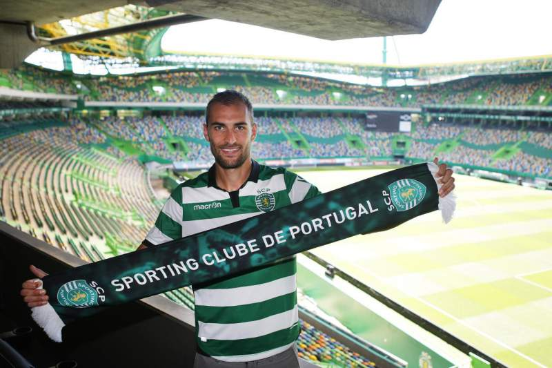 Bas Dost confirmado como reforço do Sporting