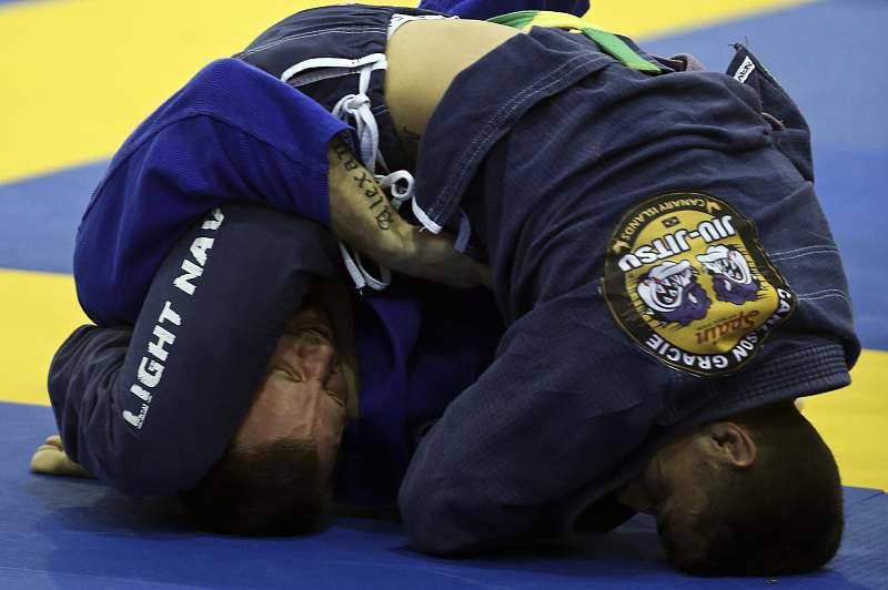 Fotografia datada de 23 de janeiro de 2015, mostra o combate entre dois lutadores durante o 12.º Open Europeu de Jiu-Jitsu