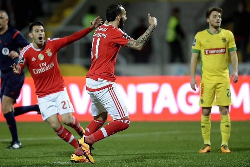 Mitroglou celebra o golo marcado em Paços de Ferreira