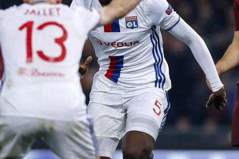 Lyon bate Angers e recupera quarto posto
