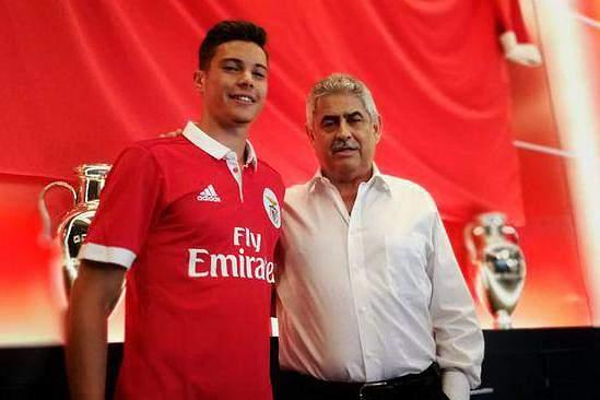 Filipe Soares renova contrato com o Benfica até 2022
