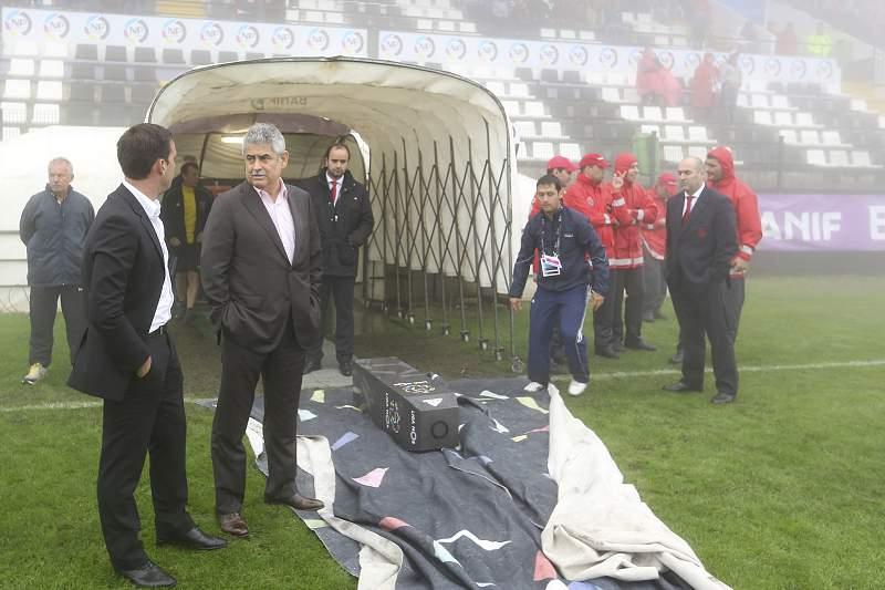 Luís Filipe Vieira à entrada do túnel para os balneários do Estádio da Madeira na Choupana.