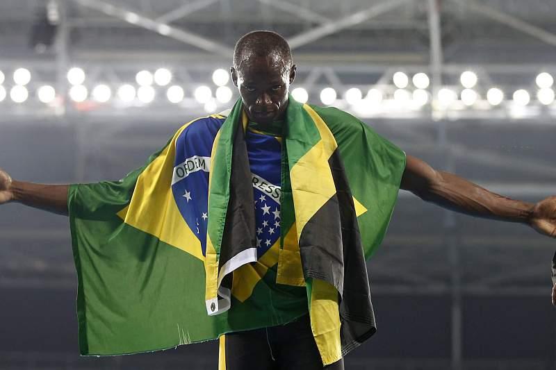 Usain Bolt celebra a vitória da Jamaica na prova de 4x100 metros