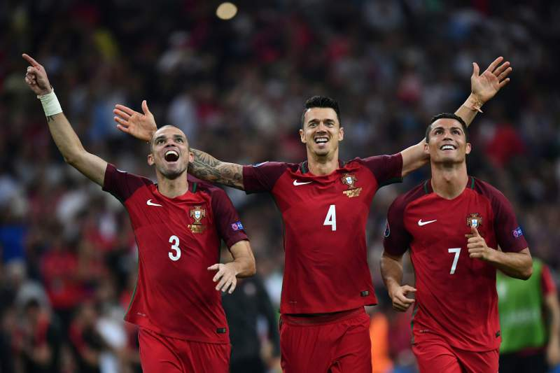 (From L) Portugal's defender Pepe, Portugal's defender Fonte and Portugal's forward Cristiano Ronaldo celebrate after winning the Euro 2016 quarter-final football match between Poland and Portugal at the Stade Velodrome in Marseille on June 30, 2016. / AFP PHOTO / BERTRAND LANGLOIS
