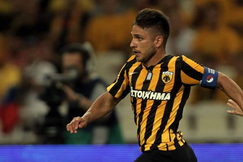 Platellas bisou na vitória do AEK Atenas sobre o Larisa