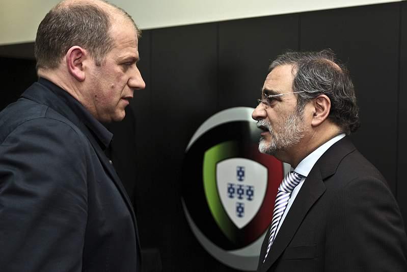 Antero Henriques (E) conversa com o Presidente do Leixoes, Carlos Oliveira