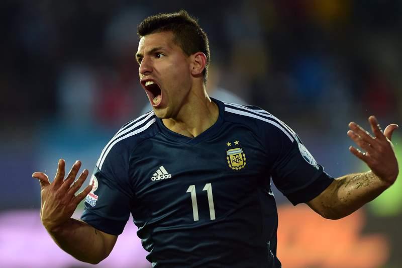 Sergio 'Kun' Aguero celebra o golo da vitória da Argentina sobre o Uruguai