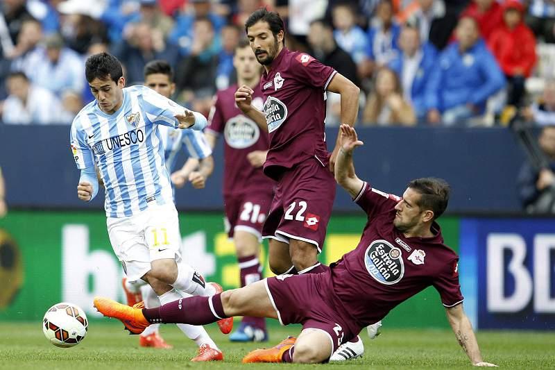 Juanmi disputa a bola com Alberto Lopo