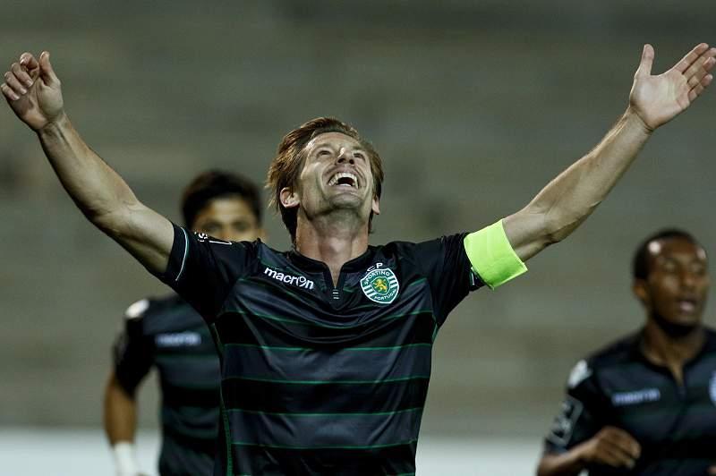Adrien Silva do Sporting festeja um golo contra o Maritimo na I Liga de Futebol. GREGORIO CUNHA/LUSA