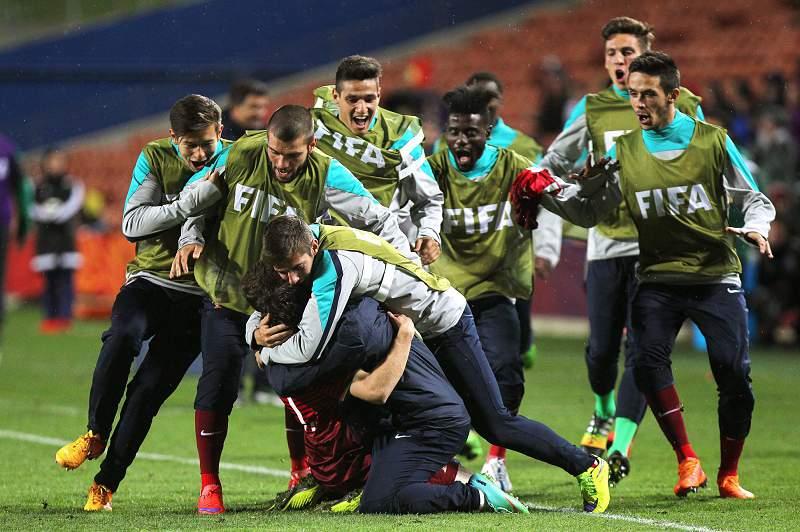 Jogadores portugueses celebram a vitória sobre o Senegal por 3-0