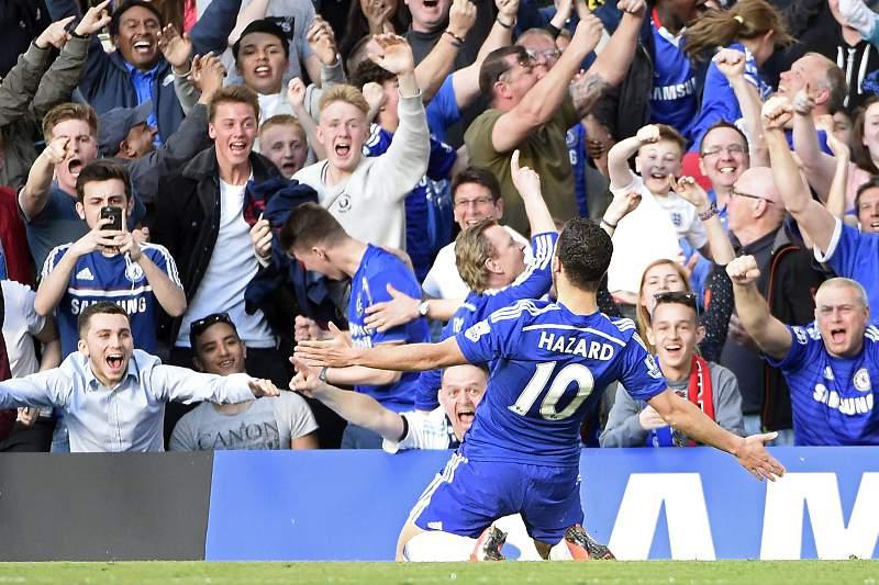 Eden Hazard celebra o golo do Chelsea diante do Manchester United