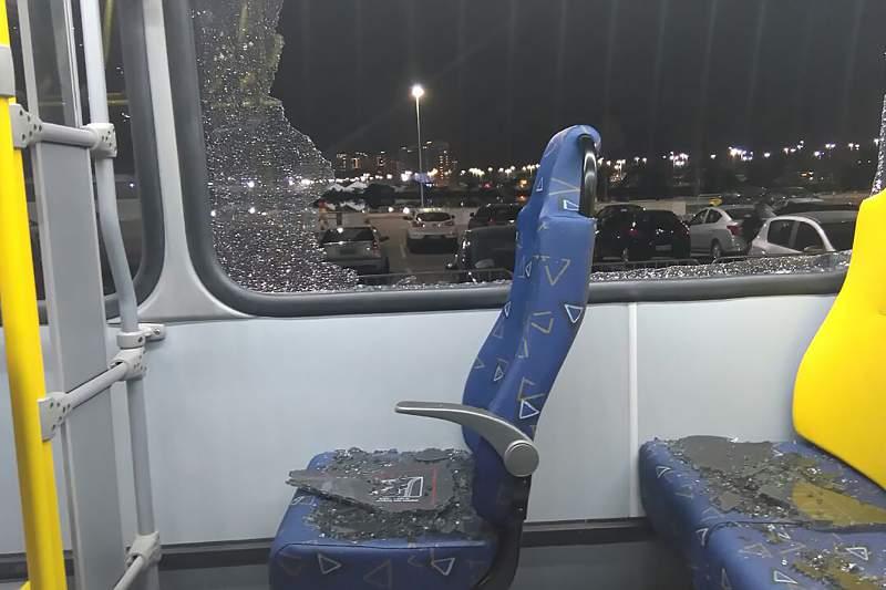Autocarro com jornalistas atacado perto da Cidade de Deus