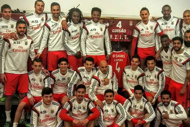 Jogadores do Benfica juntos por Luisão