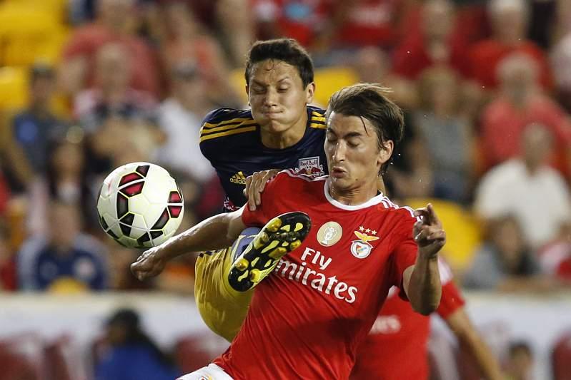 Benfica ofereceu Djuricic ao Lyon, franceses n