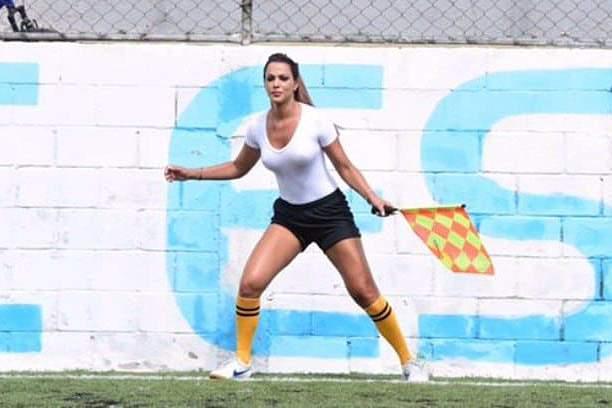 Denise Bueno, a árbitra que pára o jogo quando quer e não quer
