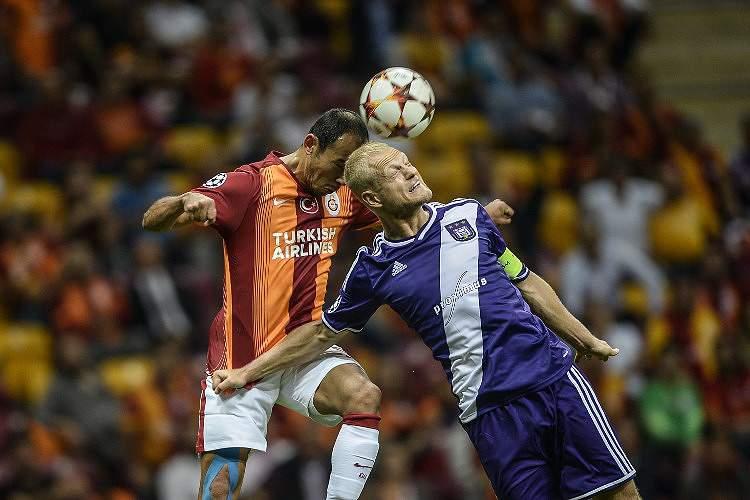 Deschacht multado por apostar contra a sua equipa diante do Benfica