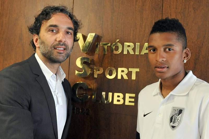 Vitória de Guimarães anunciou a contratação de Dalbert