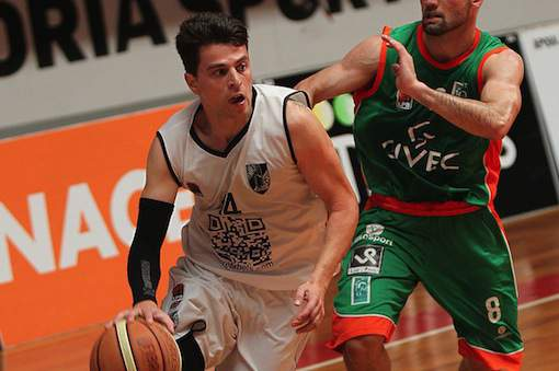 José Silva em ação contra o Barcelos