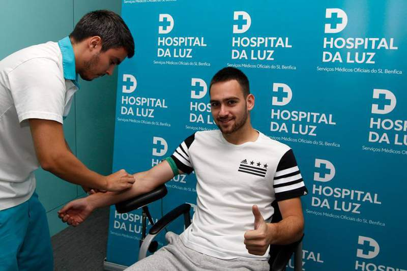 Zivkovic deve apresentar-se hoje a Vitória