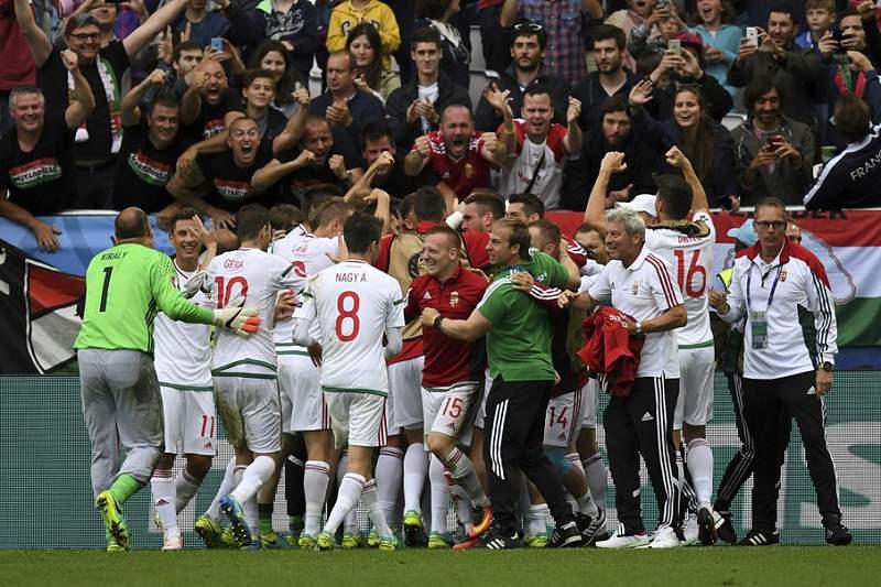 Hungria festeja golo com a Áustria