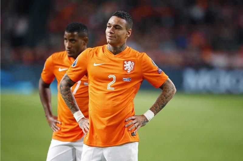 Gregory van der Wiel num jogo da seleção da Holanda