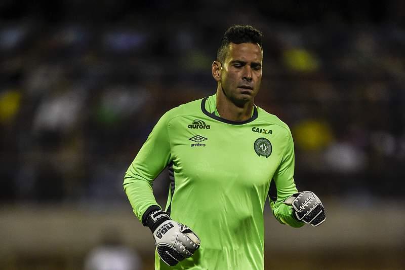 Artur Moraes mostrou-se indignado com os cânticos dos Super Dragões sobre a Chapecoense e o Benfica