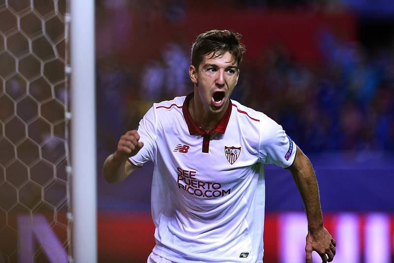 Luciano Vietto celebra um golo pelo Sevilha