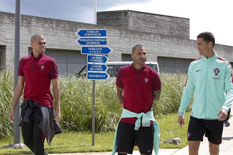 Quaresma, Ronaldo e Pepe em passeio por Marcoussis