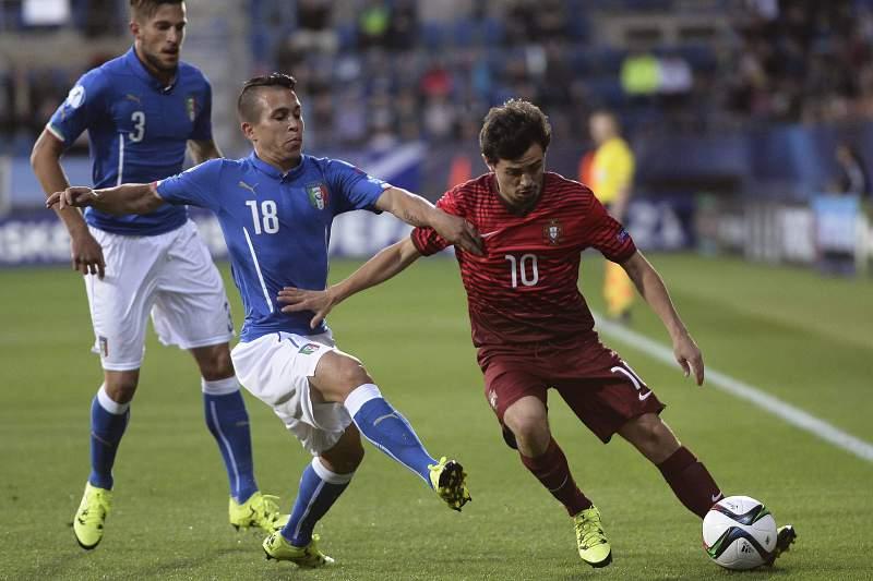 Bernardo Silva em ação frente a Itália