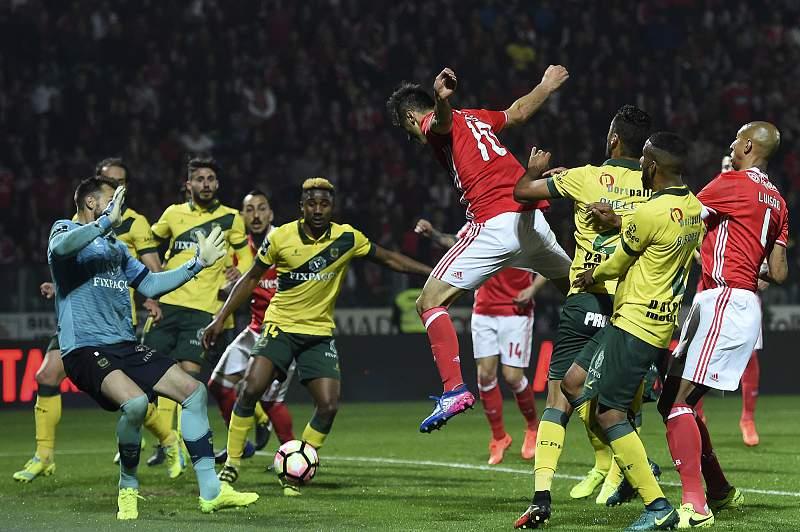 O Benfica não conseguiu marcar um golo na Mata Real e perdeu dois pontos antes de receber o FC Porto