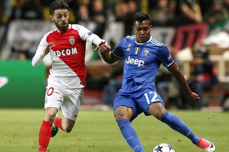 Bernardo Silva em ação contra Alex Sandro da Juventus