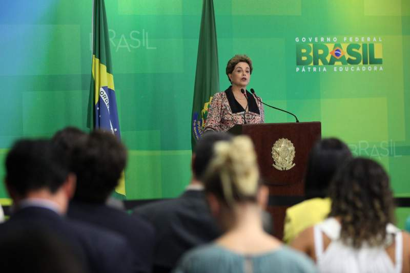 Rousseff talks to foreign media about the impeachment that advances in the Brazilian Congress