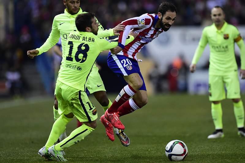 """A """"agressão"""" do árbitro assistente a Jordi Alba"""