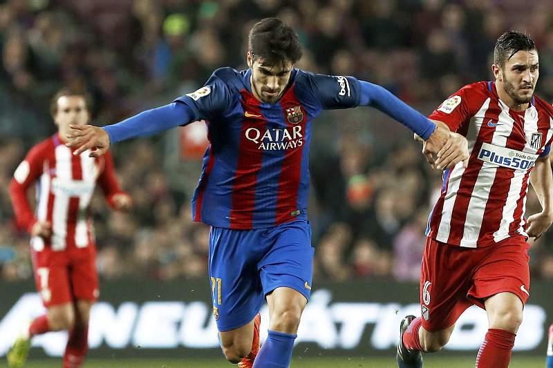 André Gomes em ação contra o Atlético de Madrid