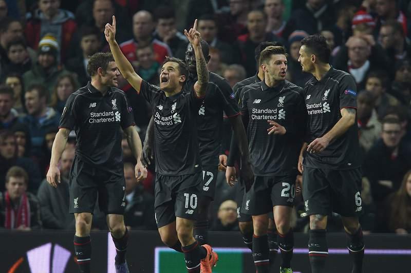 Philippe Coutinho celebra o golo do empate do Liverpool em Old Trafford