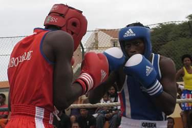 Associação de Santiago Sul leva projeto-piloto de boxe ao Liceu da Várzea
