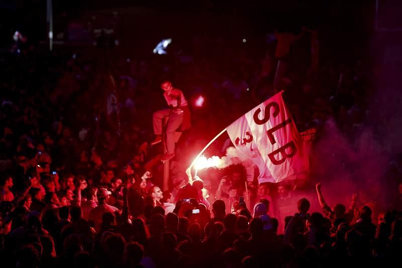 Adeptos do Benfica festejam o 35º título no Marquês de Pombal