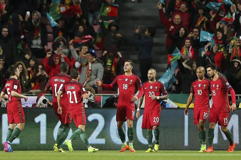 Seleção de Portugal festeja golo