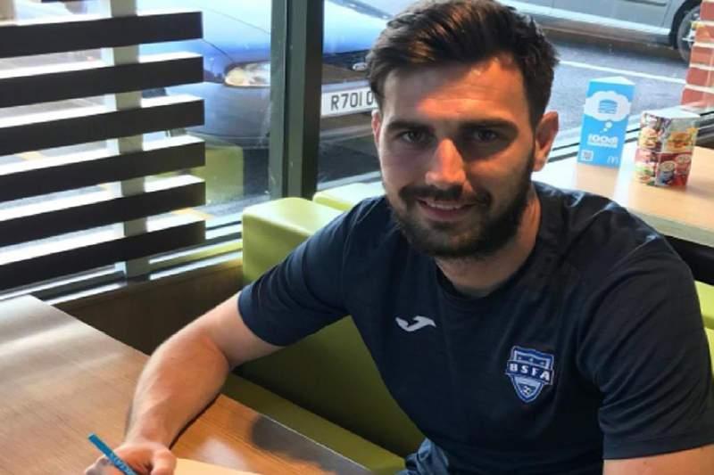 Oxford City apresenta jogador