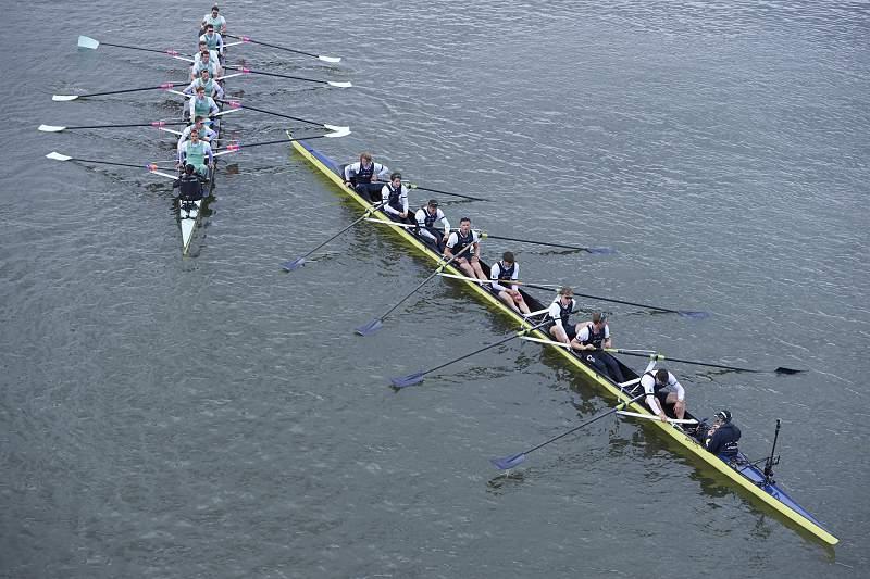 Cambridge vs Oxford: regata no rio Tamisa
