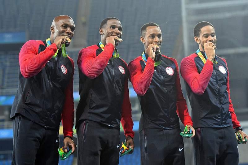 Lashawn Merritt, Gil Roberts, Tony McQuay e Arman Hall conquistaram a medalha de ouro na estafeta de 4x400 metros masculinos