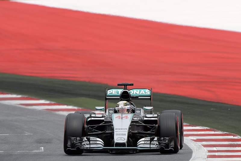 Lewis Hamilton em ação nas provas de qualificação do GP da Áustria