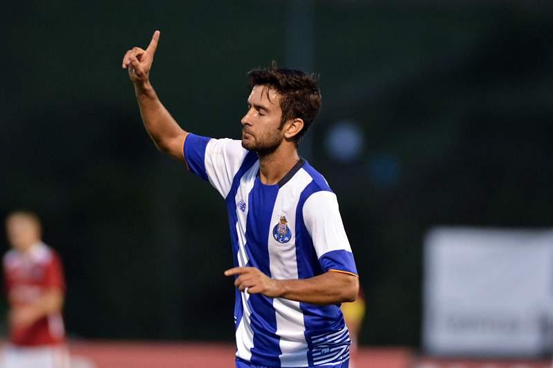 Bueno bisou na partida da Taça de Portugal nos Açores