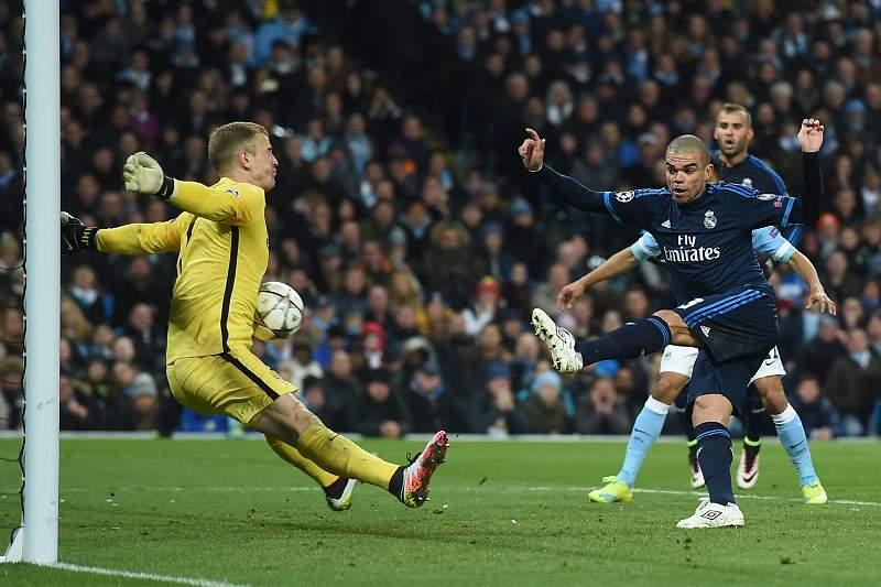 Joe Hart nega o golo a Pepe no Manchester City - Real Madrid