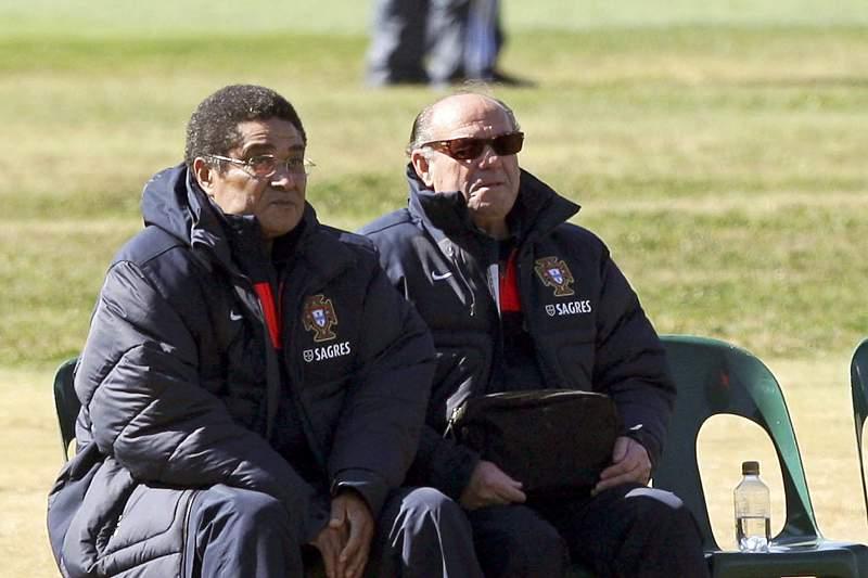 António Simões com Eusébio e Carlos Queiroz num treino de Portugal em Magaliesburg, África do Sul, 2010