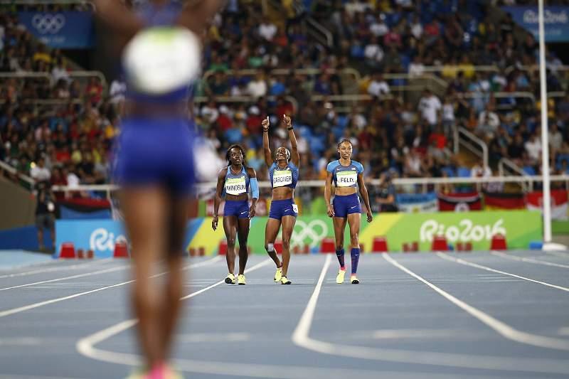 Quarteto dos EUA correu sozinho para a final dos 4x100 m