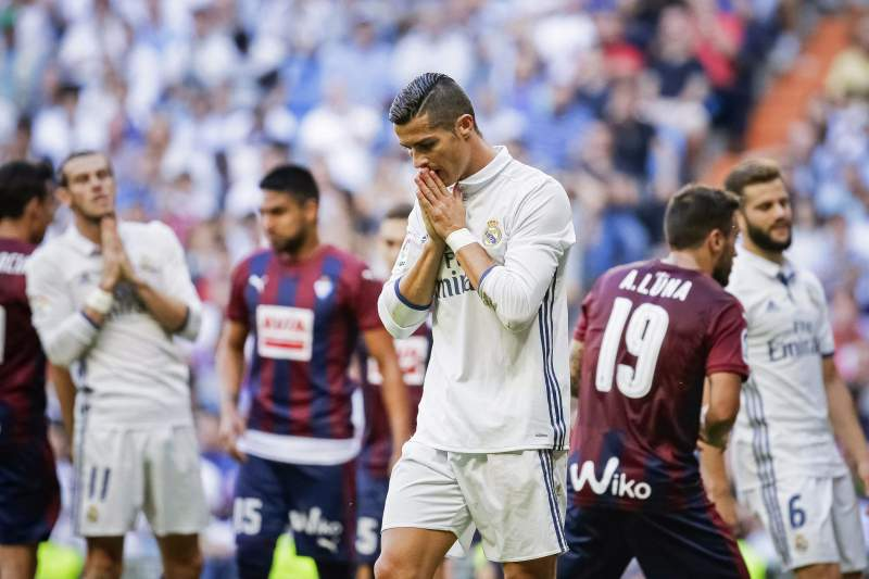 Cristiano Ronaldo reage durante o jogo entre Real Madrid e Eibar