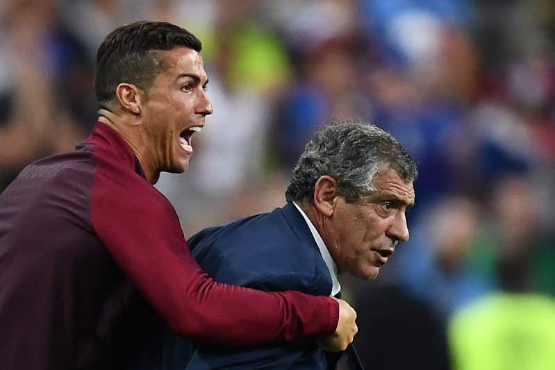 Resultado de imagem para Cristiano Ronaldo e Fernando Santos nomeados para os 'Globe Soccer' 2016