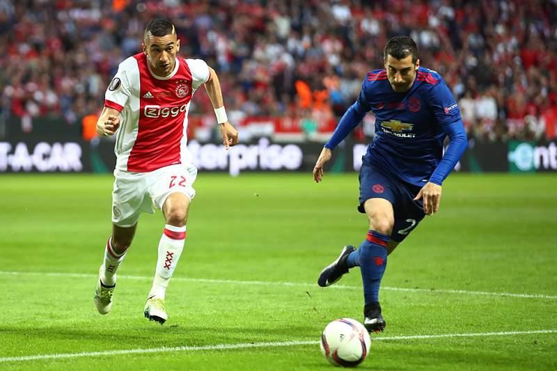 Man. United vence o Ajax ao intervalo